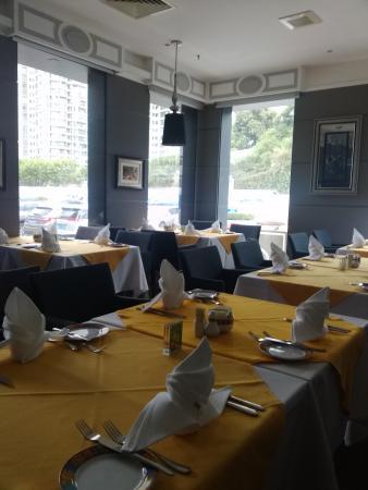 Portofino Italian Restaurant: Spacious fine dining.