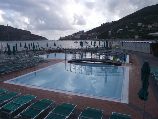 Pool area - Foto di Residence Le Terrazze, Porto Venere - TripAdvisor