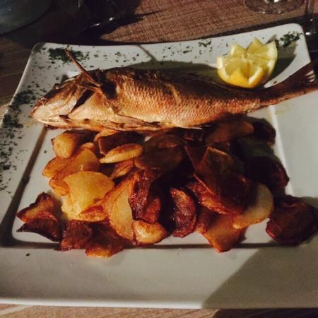 Le Menestrel: A l'écart des restaurants touristiques,  une belle adresse pour déguster du poisson de pêche sel