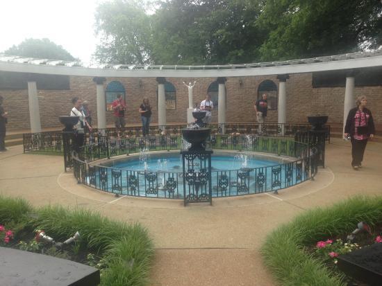 Elvis 39 Swimming Pool Picture Of Graceland Memphis Tripadvisor