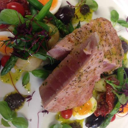 Rode, UK: Tuna Nicoise Salad