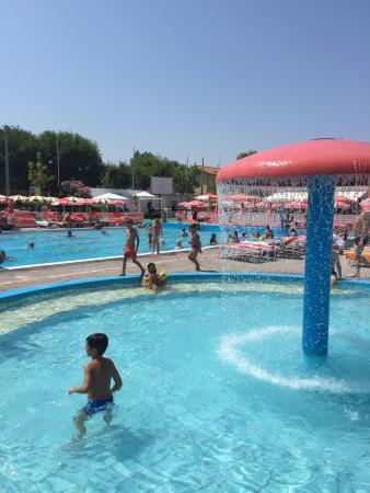 ريتشوني, إيطاليا: Beach Village