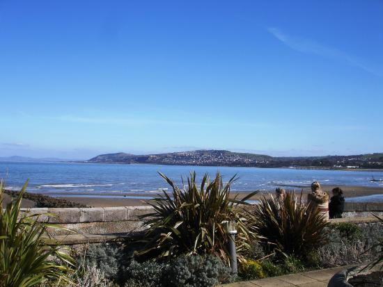 Penrhyn Bay, UK: Rhos village centre over looking the bay