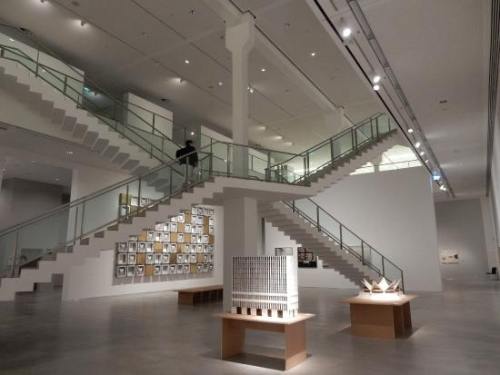 Berlinische Galerie: The central gallery with its impressive staircase