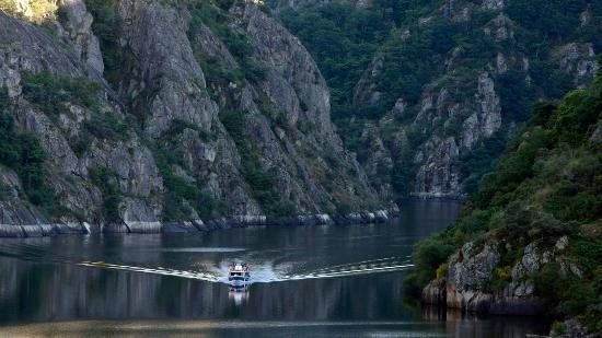 Province of Ourense, Spain: Catamarán por el cañón