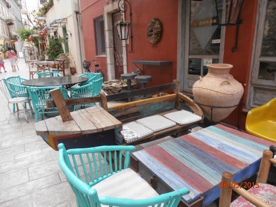 Sokaki Cafe : Столики на улице