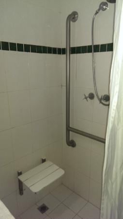 Country Comfort Hunts Liverpool : The shower cubicle