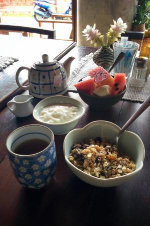 Micasa Guesthouse: 朝食・ミューズリーとヨーグルト