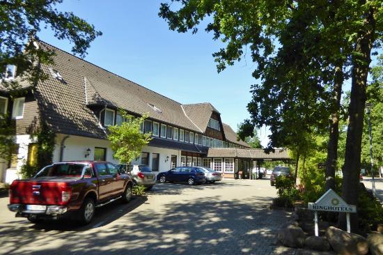 Bad Bevensen, Almanya: Schönes Ringhotel am Waldesrand