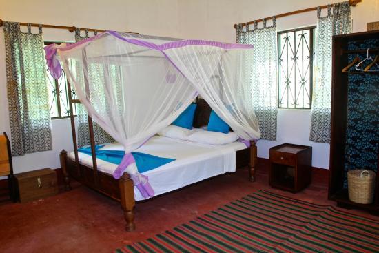 Sazani Beach Lodge: Family room