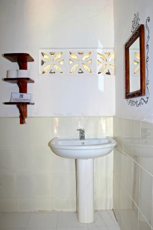 Sazani Beach Lodge: Bathroom