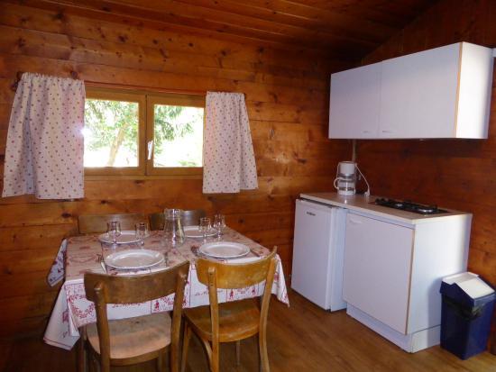 Chalet pour 4 personnes / coin repas et cuisine - Picture of ...