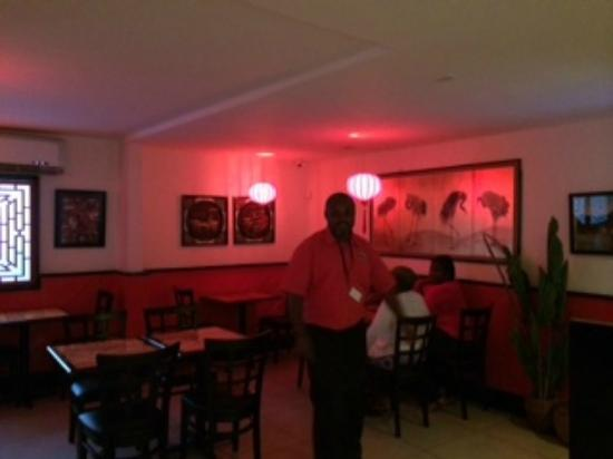 Wok N Roll Chinese Restaurant & Bar: Confy!