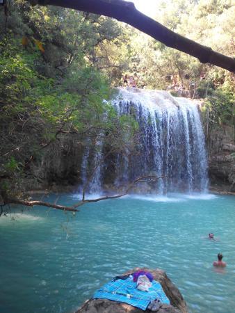 Sillans-la-Cascade, Γαλλία: Très belle cascade ou l'on peut se baigner