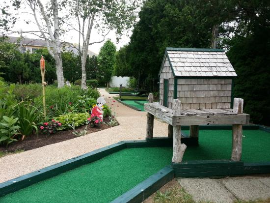 ‪Susan's Garden Mini Golf‬