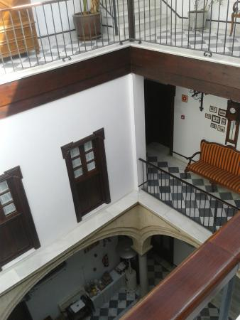 Palacio San Bartolome: Patio