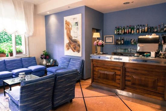 Hotel Solitude: sala bar