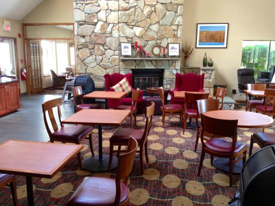 Hawthorn Suites By Wyndham Fishkill/Poughkeepsie Area: Lobby Area