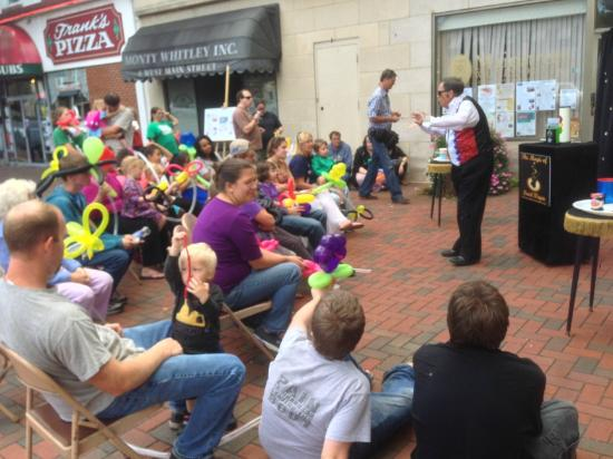 Waynesboro, PA: Magician on Center Square
