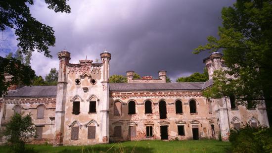 Preili, Letonia: Остатки некогда роскошного замка