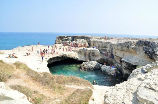 La piscina naturale 2 foto di grotta della poesia roca - Piscina naturale puglia ...