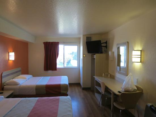 Motel 6 Fort Lupton Vista Scrivania E Tv