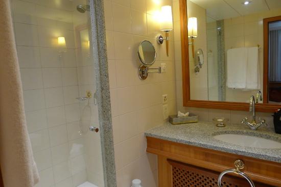 Hotel Continental Zurich   MGallery By Sofitel: Badezimmer Mit Dusche Und  Badewanne (Superior Nr