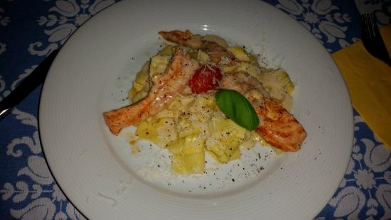 Hotel Lampllehen: Salmon noodles with blue cheese sauce