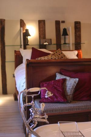 Wellington at Welwyn: Deluxe Bedroom