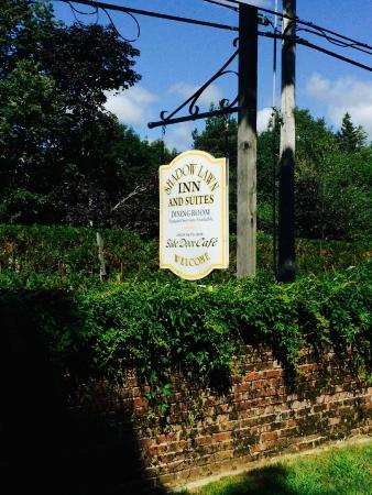 Shadow Lawn Inn: Front sign