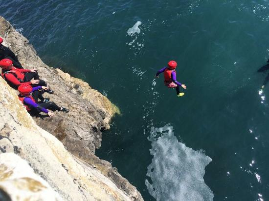 Weymouth, UK: Jumping from cliff edges!