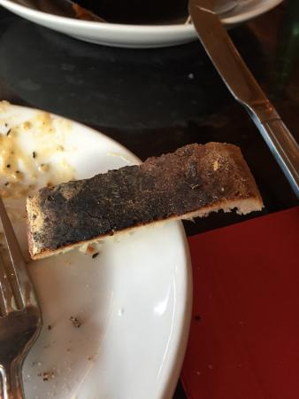 Frankie and Benny's : Good taste but burn bread and dirty glasses