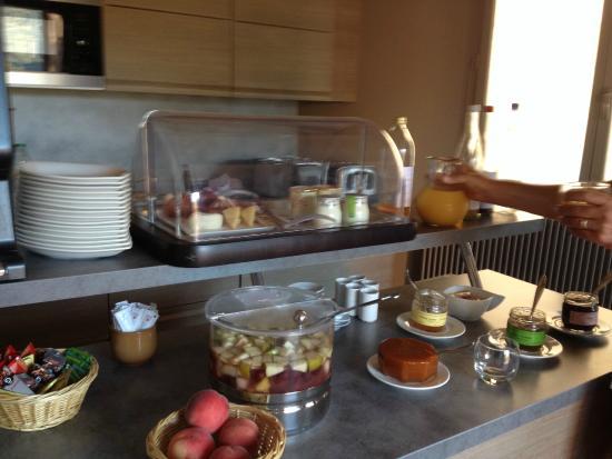 Auberge du Vigneron : buffet petit déjeuner