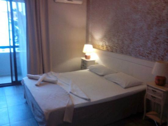 Cesurlar Hotel : Habitación
