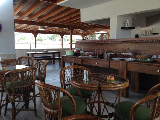 Cesurlar Hotel : Terraza- zona de desayuno