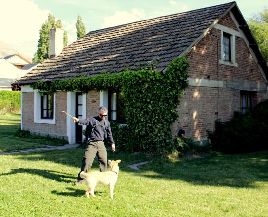 El Puente Aparts: Essa casa é o local onde mora a Sra. Paola, que é a proprietária.