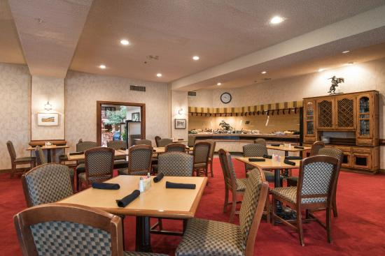 MCM Elegante Suites: Remington's Restaurant