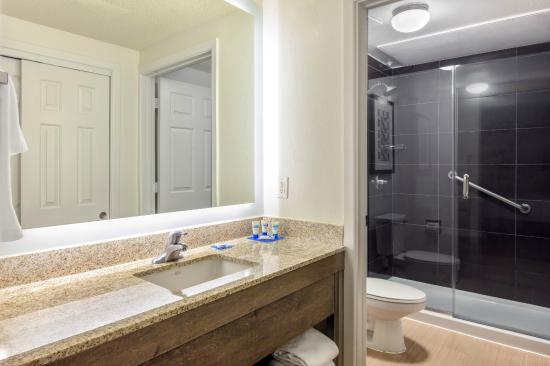HYATT house Houston/Galleria: Suite Bathroom