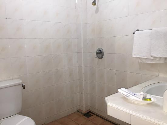 Bathroomshower Notice No Separate Compartment For Shower - Bathroom compartment