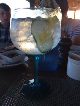 Praia Dourada: Superb gin cocktails, lovely food, great service, amazing location, right on the beach. Great va