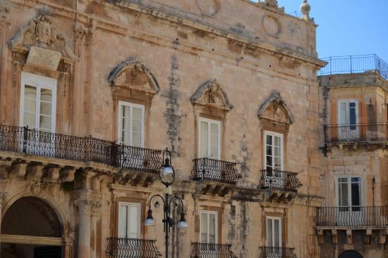 Palazzo beneventano esterno foto di ortigia siracusa - Pilozzo da esterno ...