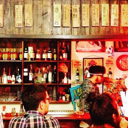 Counter and bar of Izakaya Hyotan