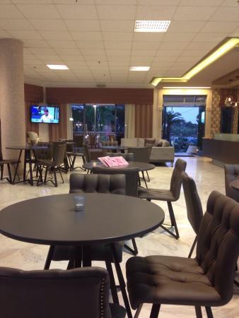 Ariadne Hotel Platanes: Accueil et salle de restauration