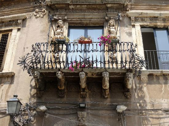 Acireale, Italy: Palazzo Modò