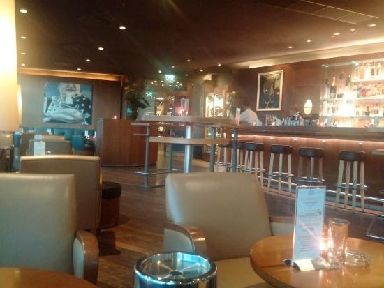 Sky Bar: Interior