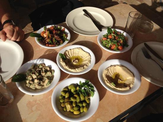 Pella Rest House: Los platos de mezza