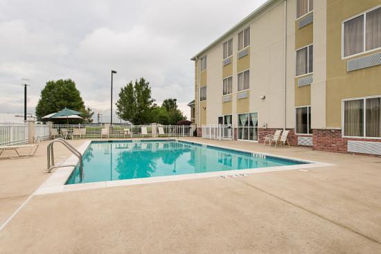 Falling Waters, Virginia Occidental: Outdoor Pool