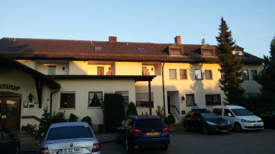 Sindersdorfer Hof: Front of the hotel