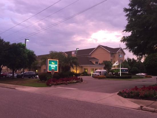 Homewood Suites Pensacola-Arpt (Cordova Mall Area): Main entrance of hotel