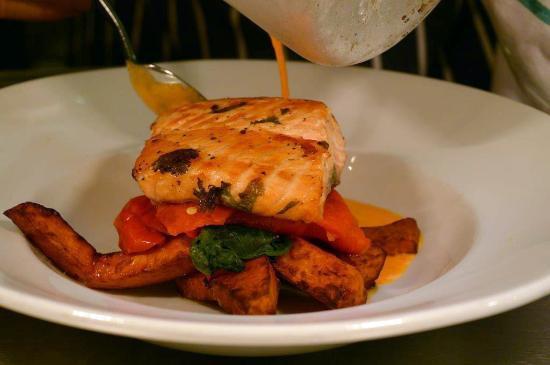 The Quicken Tree Restaurant: Grilled Salmon